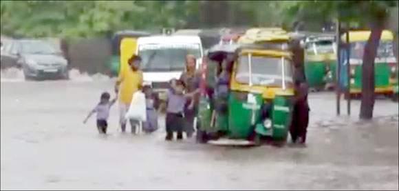 ઓડિશા અને બંગાળમાં બનેલુ લો પ્રેશર આગળ વધ્યુઃ બે દિવસ ગુજરાતમાં ભારેથી અતિ ભારે વરસાદની આગાહી