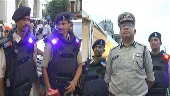 દેશમાં પ્રથમવાર વડોદરા પોલીસને અનોખી સુવિધા : પેટ્રોલિંગ કરતા કર્મચારીઓને ખભે હશે LED લાઈટ