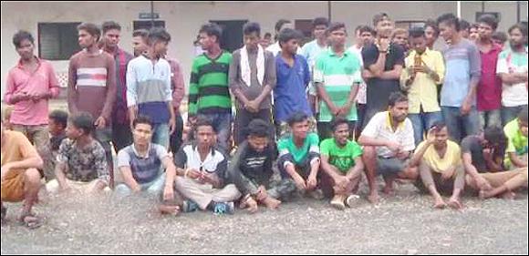 અમદાવાદના કઠવાડા જીઆઈડીસીમાંથી 12 બાળકો સહીત 94 બંધુઆ મજૂરોને નિકોલ પોલીસે છોડાવ્યા