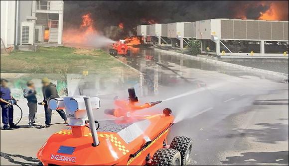 અમદાવાદ ફાયરબ્રિગેડનો ફાયર રોબોટ ''શેષનાગ'' ૭૦૦ ડીગ્રી ગરમીને પણ ''ઠંડી'' પાડી દેશે : ૩૦૦ લીટર પાણી છોડવા સક્ષમ