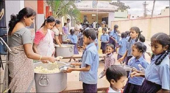ગુજરાતમાં મીડ-ડે મિલમાં લાભાર્થીઓના ખોટા આંકડાથી લઈને કેગના રિપોર્ટમાં રાંધવાના સામાનના ઉપયોગની ખામી ઉજાગર