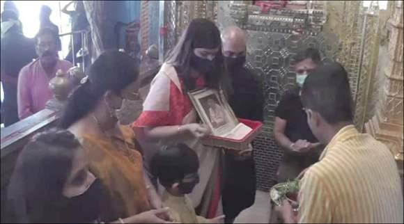 અમદાવાદના એક શ્રદ્ધાળુ પરિવાર દ્વારા પોતાના સ્વર્ગવાસી પિતાની યાદમાં ડાકોર મંદિરમાં 1,11,11,111 રૂપિયાનું દાન અર્પણ કરાયું