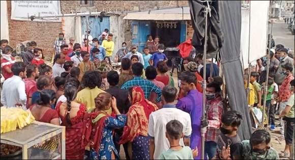 નર્મદા જિલ્લાના લાછરસ ગામે હિન્દી સિરીયલના શુટીંગમાં કોવિડ ગાઇડલાઇનનું છડેચોક ઉલ્લંઘનઃ મંજૂરી લીધી છે કે નહીં ? તે મોટો પ્રશ્ન