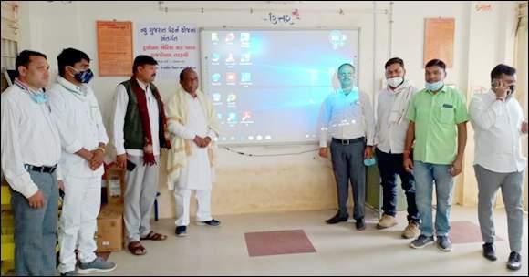કોલીવાળા બોગજ પ્રા. શાળામાં ન્યુ ગુજરાત પેટર્ન યોજના  હેઠળ સ્માર્ટ ક્લાસનું સાંસદના હસ્તે અનાવરણ કરાયું