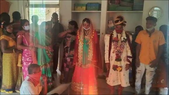 ભરૂચમાં હાંસોટ પરિવારે લગ્ન કરવાની જીદ કરતા શેલ્ટર હોમમાં કોવિડ ગાઇડલાઇનના પાલન સાથે દંપત્તિના લગ્ન કરાવાયા