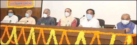 ગુજરાત ભાજપ પોતાના પદાધિકારીઓને ટેબલેટ આપી હાઈટેક બનાવશે