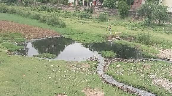 ગોધરા સિવિલ હોસ્પિટલનો ડ્રેનેજનો ગંદા પાણી  મેસરી નદીના પટમાં જઈ ખાબોચિયામાં ફેરવાયો