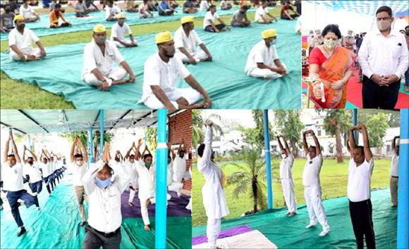 ગુજરાતની વિવિધ જેલના કેદીઓ દ્વારા પણ તન, મનની શુદ્ધિ અને માનસિક શાંતિ માટે યોગાસન થયા