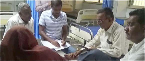 રાધનપુરમાં શિક્ષકે બીભત્સ માંગણી કરતા વિદ્યાર્થિનીનો ગળેફાંસો ખાઈ આપઘાતનો પ્રયાસ