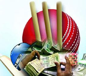 ગાંધીનગરમાં ક્રિકેટ મેચ ઉપર સટ્ટો રમાડતો ઠક્કર મયુર રૂ. ૧૦.રપ લાખની મતા સાથે ઝડપાયો