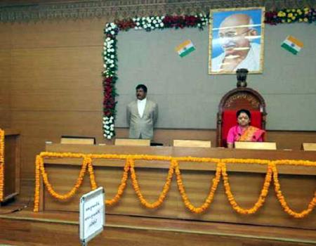 ગુજરાત વિધાનસભામાં મહિલારાજઃ તમામ કામગીરી સંભાળી મહિલા ધારાસભ્યોઅે