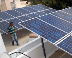 ગુજરાત એનર્જી ડેવલપમેન્ટ એજન્સી દ્વારા ૧૧૮ સોલાર રૂફટોપ પેનલ મેન્યુફેકચરરની સબસીડી મંજુર થઇ પરંતુ બાકી રહેતા ર૦૦ કરોડ હજુ સુધી કેન્દ્ર સરકારે આપ્યા નથી
