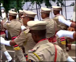અેમબીઅે, બીસીઅે, બીઅેડ, અેમઅેસસી થયેલા  યુવક-યુવતીઓ ગુજરાત પોલીસમાં ફરજ બજાવે છે