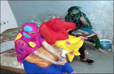 અમદાવાદના બાપુનગરમાંથી દેહવેપાર કરતી 3 રૂપલલનાઓને ઝડપી લેતી અમદાવાદ પોલીસ : ગ્રાહક થઈને આવેલા અન્ય ૬ લોકો ની પણ થઈ ધરપકડ