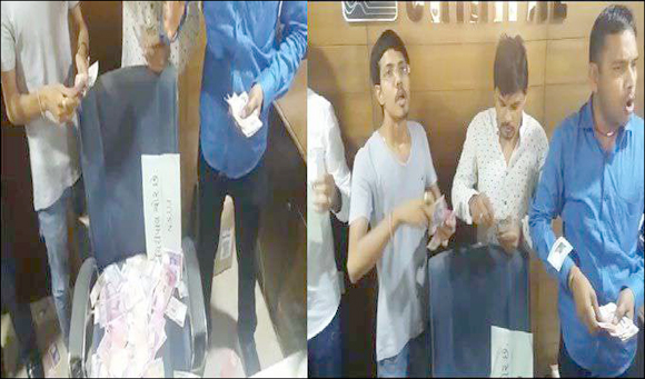 અમદાવાદના બોપલની એશિયાટિક સ્કૂલમાં ફી મામલે NSUI  દ્વારા ઓફિસમાં હોબાળો :નકલી નોટો ઉડાડી નોંધાવ્યો વિરોધ