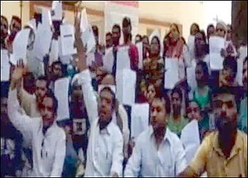 વડોદરામાં આરટીઇ અંતર્ગત ૨૦૦૦ વિદ્યાર્થીઓને પહેલા ધોરણમાં પ્રવેશ ન અપાતા વાલીઓ અને કોંગ્રેસ દ્વારા હોબાળો