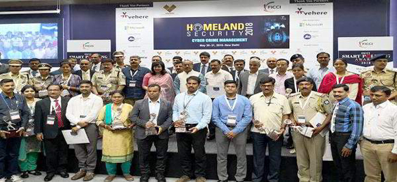 ગુજરાત પોલીસની મોબાઇલ પોકેટ કોપ એપ્લિકેશનને દિલ્હી કોન્ફ્રન્સમાં 'ફિક્કી સ્પેશિયલ જ્યુરી એવોર્ડ' અર્પણ