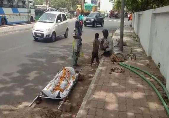 વડોદરામાં માનવતાને શર્મસાર કરતો કિસ્સો : ભાઈના મૃતદેહને લઈને 24 કલાક ફૂટપાથ પર પર બેસી બહેન