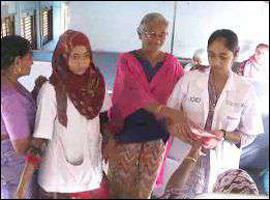 ભરૂચ રેલવે સ્ટેશને ગેલ ઇન્ડિયા કંપની દ્વારા ટ્રેનમાં મહિલાઓને સેનેટરી નેપકીનનું વિતરણ