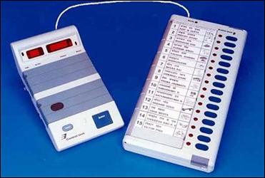 મત મશીનમાં ખામી હશે તો આપોઆપ  દેખાશેઃ ગુજરાત માટે ૮૩૦૦૦ નવા EVM