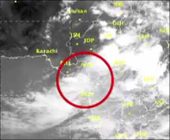 રાજ્યમાં  ત્રણ દિવસ સુધી ભારે વરસાદની આગાહી :ઉત્તરથી લઈને દક્ષિણ ગુજરાતને મેઘરાજા ઘમરોળશે