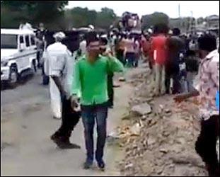 ગૌરક્ષકની હત્યાના વિરોધમાં માલધારી સમાજની રેલી હિંસક : નંદાસણ પાસે પોલીસ પર પથ્થરમારો :ટીયરગેસના સેલ છોડાયા