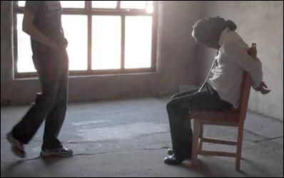 અમદાવાદના નાના ચિલોડા પાસે મીહલાઅે લિફ્ટ માંગ્યા બાદ નકલી પોલીસ બનીને યુવકનું અપહરણઃ કાર લઇને ફરાર