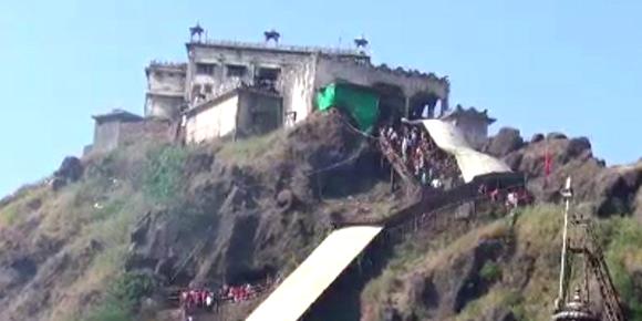 શક્તિપીઠ પાવાગઢમાં ભાવિકોનું ઘોડાપુર: 1000થી  વધુ પોલીસ તૈનાત : દુધિયા તળાવ ખાતે પ્રથમવાર લેસર શો