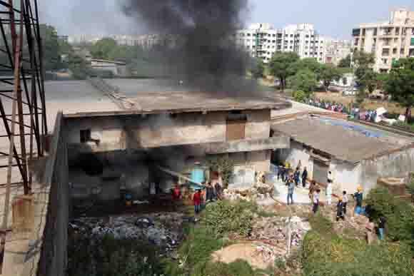 ગોતા :  થીનરના ગોડાઉનમાં ફાટી નિકળેલી ભીષણ આગ