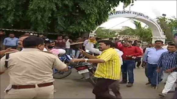 ગુજરાતના હુમલાના બિહારમાં ઘેરા પડઘા:પટનામાં  સવર્ણ સેના અને કોંગ્રેસ કાર્યકર્તાઓ વચ્ચે મારામારી