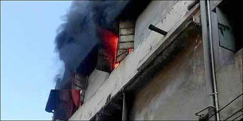 સુરતના લીબાયત વિસ્તારમાં લુમ્સના ખાતામાં ભીષણ આગ ભભૂકી :ફાયર વિભાગની દસ ગાડીઓ પહોંચી