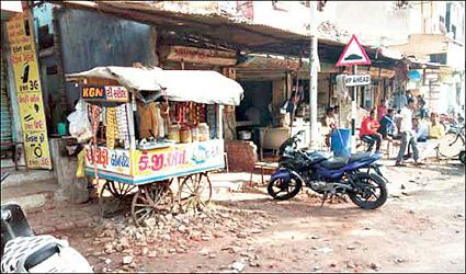મોડીરાત્રે અમદાવાદના ગોમતીપુરમાં અંગત અદાવતમાં બે રાઉન્ડ ફાયરિંગઃ યુવાનને ઈજા
