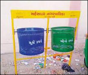 મહેસાણા નગરપાલિકા દ્વારા શહેરમાં કચરાપેટી લગાવવા 13.25 લાખનો ખર્ચ થયો હોવાનું બહાર આવ્યું