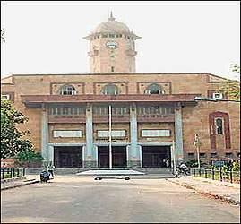 અમદાવાદ: ગુજરાત યુનિવર્સીટીમાં દારૂની બોટલ મળી આવતા અરેરાટી: એનએસયુઆઇ દ્વારા ફરિયાદ નોંધવામાં આવી