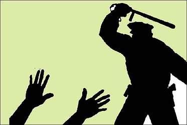 અમદાવાદના શાહપુરમાં પત્નીએ દહેજની અદાવત,આ  પતિ વિરુદ્ધ ફરિયાદ નોંધાવતા પોલીસે ઢોરમાર માર્યો