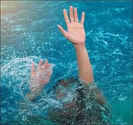 બારડોલી  નજીક સીમમાં યુવાનને તરતા ન આવડતા તળાવમાં તણાઈ જતા અરેરાટી