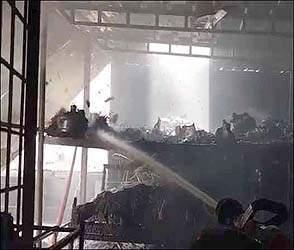 વડોદરામાં સરદાર એસ્ટેટમાં આવેલ ફેકટરીમાં આગ ભભૂકતા અફડાતફડી: કર્મચારીઓમાં નાસાભાગ જોવા મળ્યો