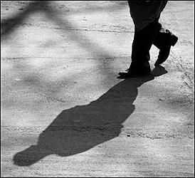 અમદાવાદના ઓઢવની પરિણીતાનો પિસ્તોલથી આપઘાત મામલે પતિ પોલીસના શરણે :દીકરીને મળતા પોતે મારવાનો માંડી વાળ્યો
