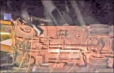 ખંભાત તાલુકામા સોખડા ગામે બસે ટ્રકને હડફેટે લેતા ગમખ્વાર અકસ્માતમાં 13 મુસાફરને ગંભીર ઇજા