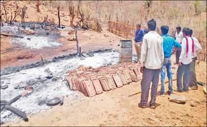 અમીરગઢ તાલુકાના વેનપુરા નજીક ચૂલામાંથી ઉડેલ  તણખલામાંથી આગ ભભૂકતા બે  બાળકો મોતને ભેટી