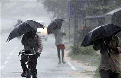 સુરતમા ધોધમાર વરસાદ: અડાજણ, રાંદેર,  પારલે પોઇન્ટ સહીતના વિસ્તારોમાં વરસાદ