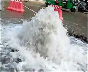 અમદાવાદ: ગોમતીપુર સહિતના એક વિસ્તારમાં પાણીની લાઈન લીકેજ થતા 30 ચાલીઓના લોકોને પીવાના પાણીની અછત સર્જાઈ