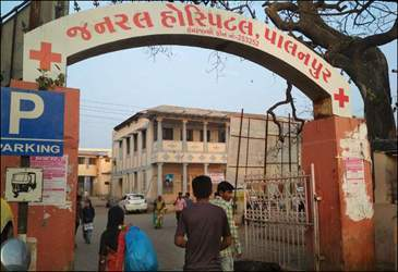 પાલનપુર સિવિલ હોસ્પિટલના આઠ સફાઈ કામદારોએ ઝેરી દવા ગટગટાવી