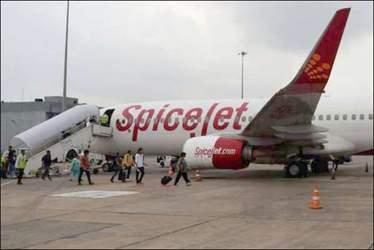 અમદાવાદ એરપોર્ટ પર એબ વિમાનો કેન્સલ  થતા મુસાફરો રઝળી પડ્યા :10 ફ્લાઇટો મોડી