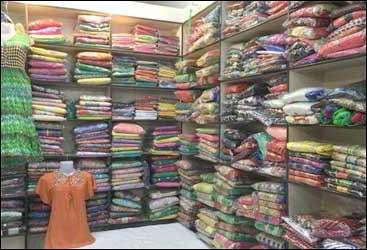 સુરતના કાપડના વેપારીઓના પાકિસ્તાનમાં કરોડો સલવાયા