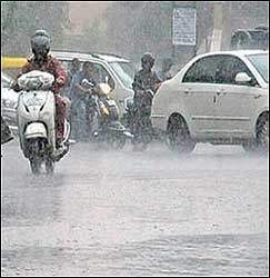 ગુજરાતમાં ફરી એકવાર વરસાદી માહોલ : મધ્યમથી ભારે વરસાદ