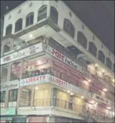 સુરતમાં ફાયર વિભાગનો સપાટો : ફાયર સેફ્ટીના અભાવે 144 દુકાનો સીલ : વેપારીઓમાં ફફડાટ