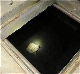 વરાછાના ઉમિયાધામ રોડ પર બંધ આઇ.સી.ગાંધી મીલના કમ્પાઉન્ડમાં અંડર ગ્રાઉન્ડ પાણીની ટાંકીમાં યુવાનની લાશ મળી