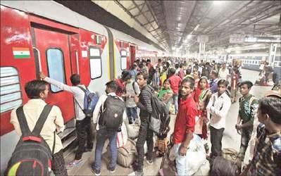 સુરતથી સિવાન જતી ટ્રેન ૯ દિવસે કેમ પહોંચીઃ શ્રમિકોના મુદ્દે રાષ્ટ્રીય માનવ અધિકાર આયોગે ગુજરાત અને બિહાર સરકારને નોટીસ ફટકારી