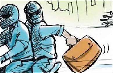 અમદાવાદના ઓઢવમાં ડેકીમાં રાખેલ 2લાખ 98 હજારની મતાની ચોરી થઇ જતા આંગડિયા પેઢીના કર્મચારીએ પોલીસનો સહારો લીધો